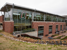 Image of the exterior of UNO Criss Library